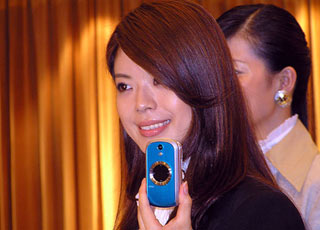 KDDI - 12 New Handsets with Massive 3G Services Launch